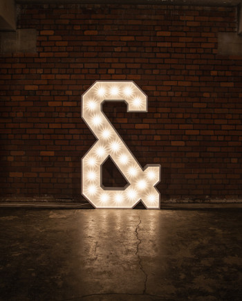 '&' Marquee Light